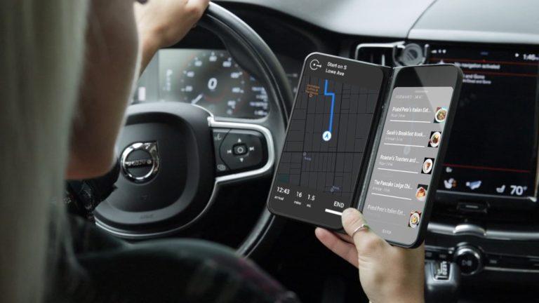 Castaway-dual-screen-device-case-in-car