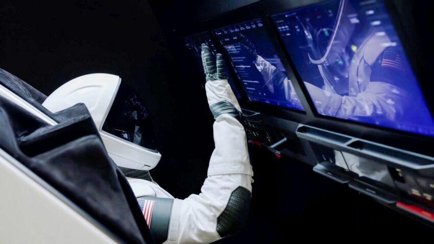 SpaceX Training Simulator docking Crew Dargon